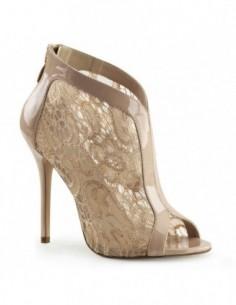 Preciosos zapatos de estilo botín de charol brillante y encaje transparente