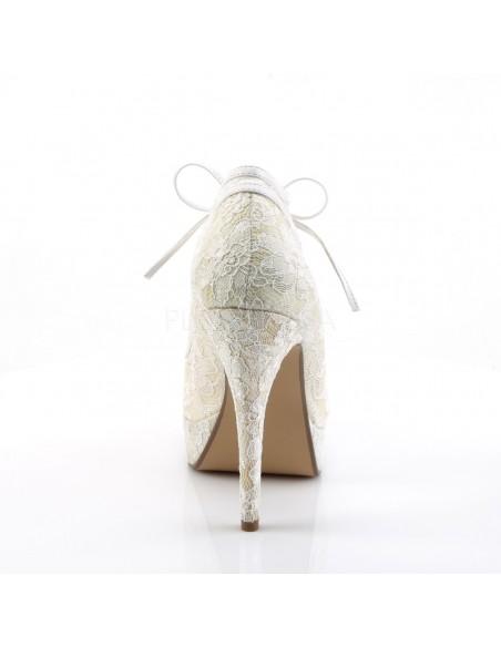 Zapatos cerrados de plataforma recubiertos de encaje floral acordonado