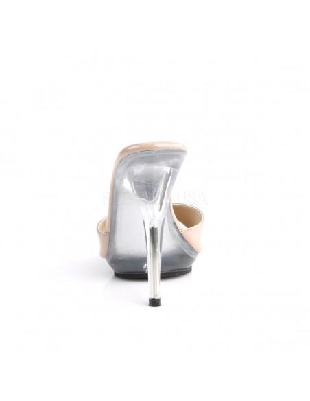 Zueco tacón alto y pequeña plataforma con empeine de charol brilllante