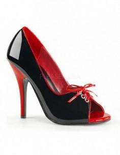 Zapato de punta abierta atado con lazo