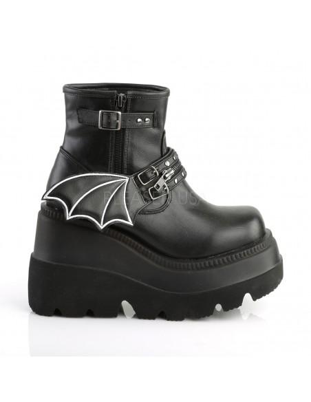 Botas Góticas Demonia en cuero vegano con alas de murciélago y correas