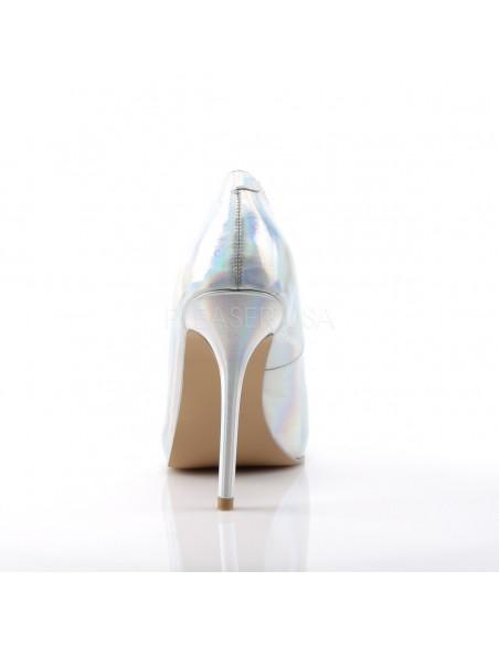 Elegantes zapatos en plata holograma con punta fina y tacón de aguja