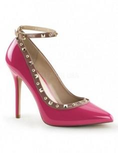 Preciosos zapatos de estilo Pump en charol brillante con correa y tachuelas