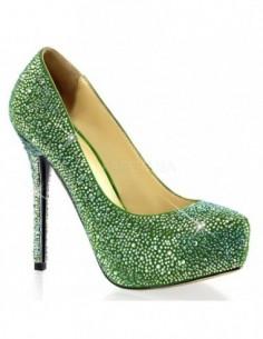 Lujosos zapatos con ligera plataforma y recubiertos de pedrería
